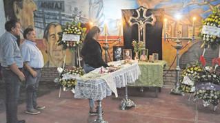 """Peteco"" Carabajal despidió cantando a su mamá Zita"