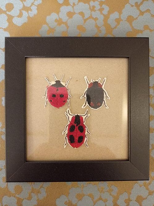 Cadre 3 insectes noir et rouge