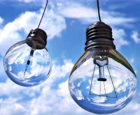 light-bulbs-1407610_1280_edited_edited_edited_edited.jpg
