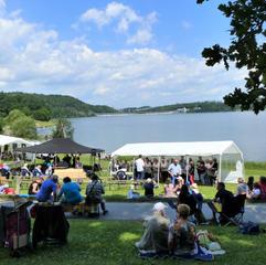 Bei herrlichem Sommerwetter kamen Besucher aus allen Gemeinden.