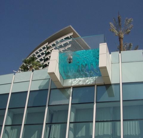 Creative-Hotel-Balcony-Pools-2