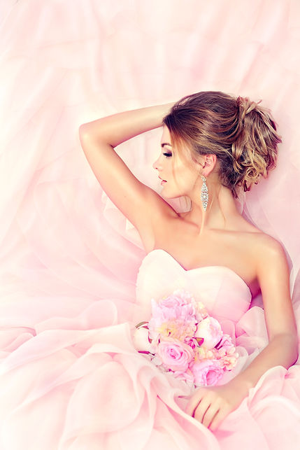 Fashion bride girl  in gorgeous wedding