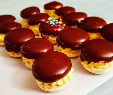 Boston Cream Pie Macarons