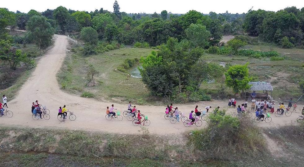 people-on-bikes-country.jpg