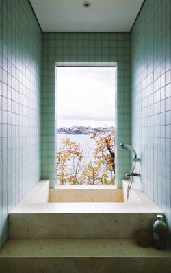 bathroom-glass-wall-tiles