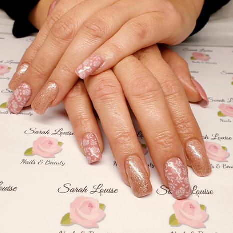 Lovely and girly Acrylic nails with Dusky Pink and Rose Gold Sparkle Gel polishes and White Rose detail🌹🌹