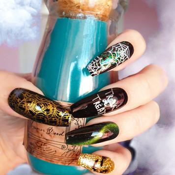 Beautiful Halloween inspired nails