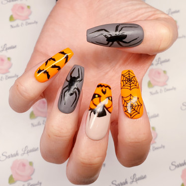 Had great fun doing these Halloween nails 🎃