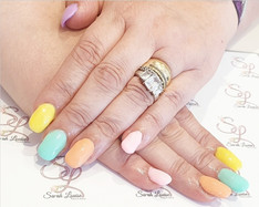 Beautiful set to end the week 😍😍 Gorgeous Pastel Rainbow nails 🌈
