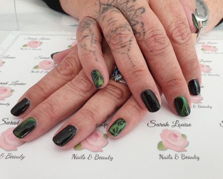 Gel polish nails using 5D Cats Eye 'Venom' and Black 💚💚🖤🖤