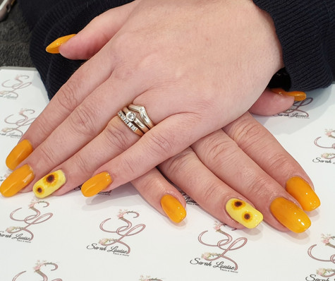 My client really wanted bright nails with Sunflower detail/decoration and I think we smashed it!! 🌻🌻