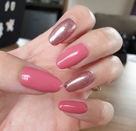 Gorgeous Rose gel polish with Rose Gold Pigment