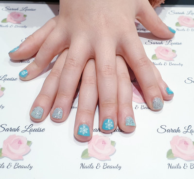 'Frozen' Girly Christmas nails ❄❄❄❄❄