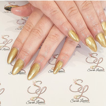 Going for Gold! ⭐⭐⭐⭐ I absolutely loved doing this set today and my client is so happy with her nails. She really wanted a Gold nail set 😍😍