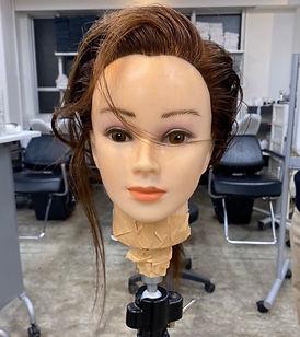 コンパクトなヘアスタイルの作り方・見せ方