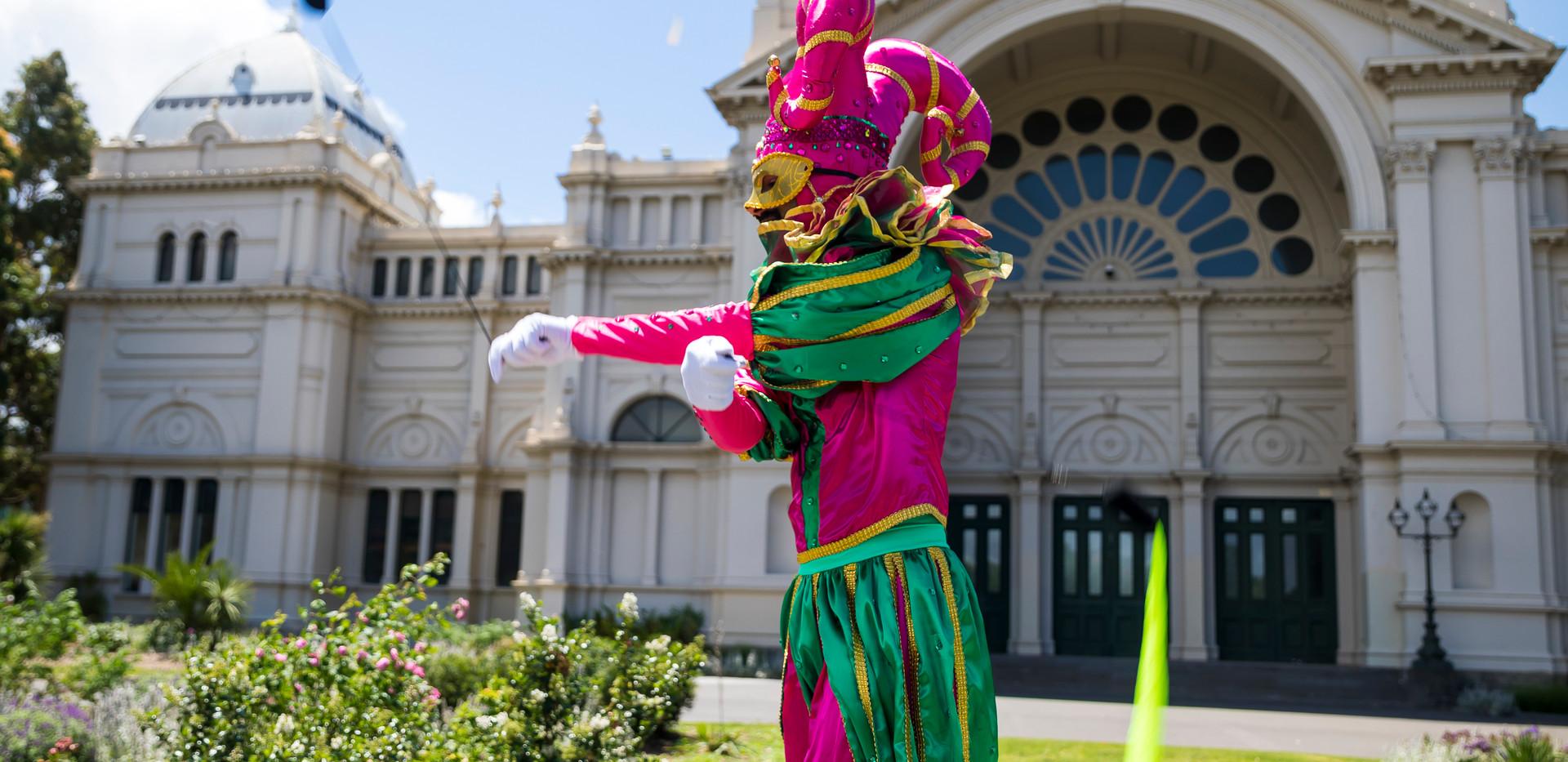 Harlequin roving performer