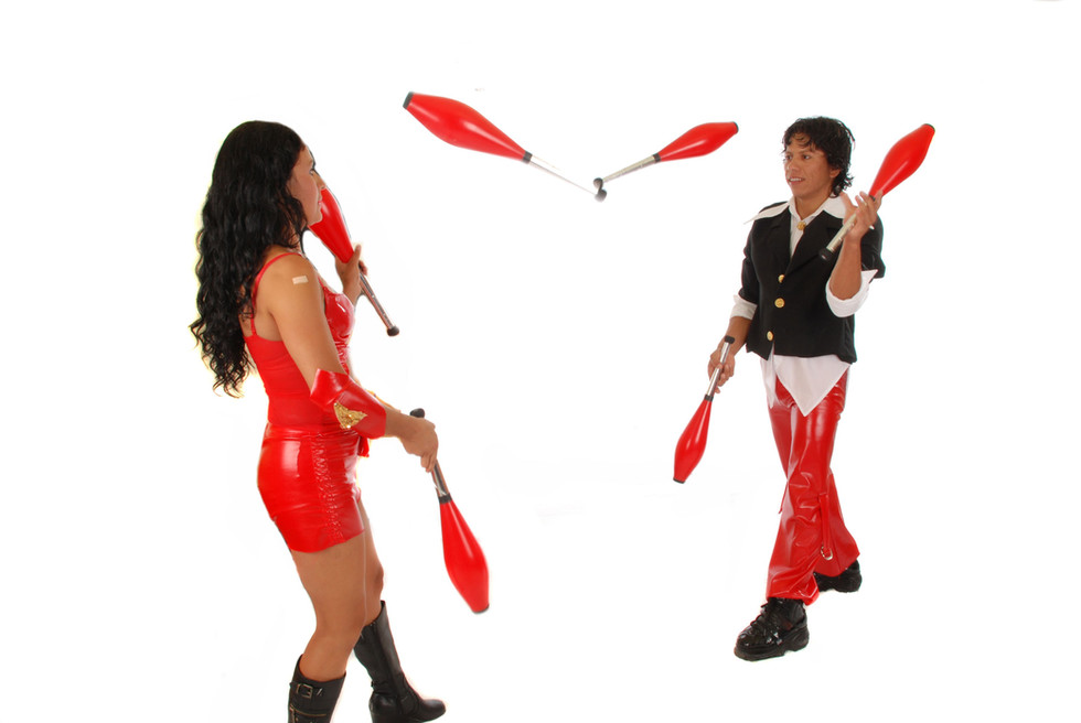 Juggling duo