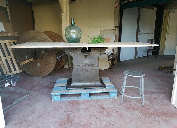 table industriel piètement en fonte