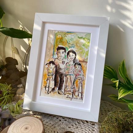 好開心收到客人的回覆非常喜歡這張畫作!兩位可愛的小公主,好溫馨的家庭!  畫作尺寸:6吋 (10.5cm x 15.5cm) 價錢:$480 🎊 附送電子檔 ✨ 附送畫框,提供裝裱服務✨