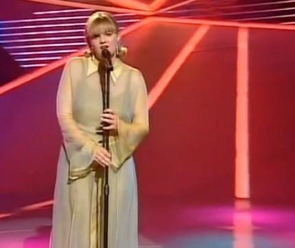 Barbara Dex gjatë performancës së saj në  ESC 1993