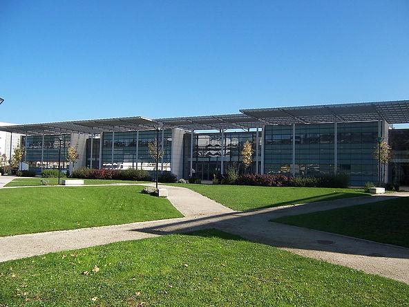 1200px-Campus_de_Carnot.jpg