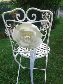 rosa di carta per sedia matrimonio