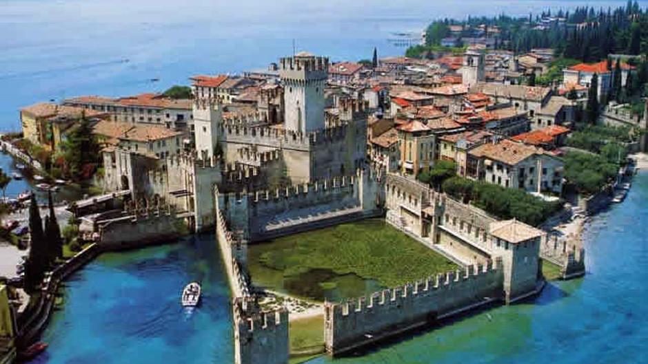 Sirmione e il suo castello sull'acqua