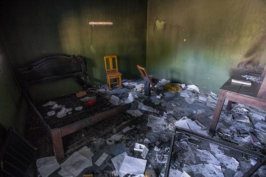 Detalles_de_una_casa_saqueada_e_incendia