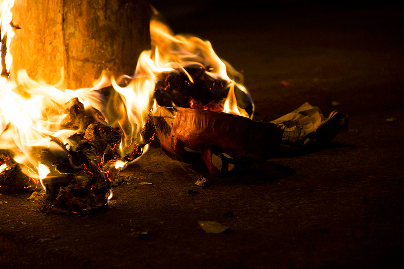 A media noche se queñaron los monigotes, la mayoría representaban a Nicolás Maduro