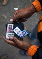 Ernesto Leal lleva un mes en el país. Vino desde Venezuela caminando.  Aún no ha encontrado trabajo , sin embargo, guarda la esperanza en días mejores cuando pueda encontrarse con sus hijas y esposa.