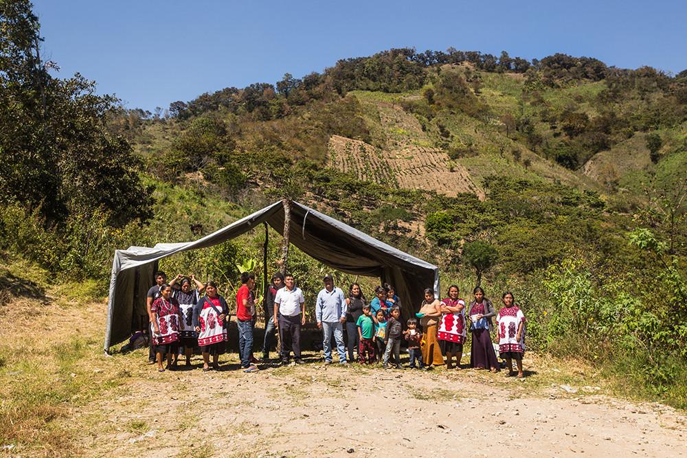 Campamento instalado en las montanas a k