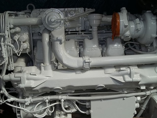 MAN D2848 LE403    USED  Marine Diesel Engine V8 800hp with Transmission , low hours.  (EU stock)