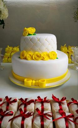 Bolo Decorado Rosas Amarelas