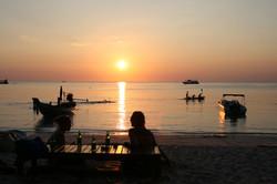 ビーチからの夕陽 バンズダイビングリゾート コタオ