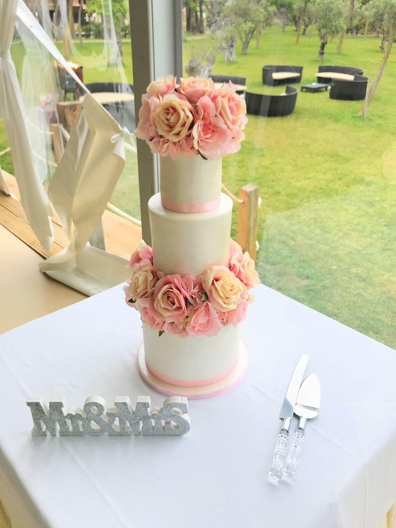 Floral Separator Wedding Cake