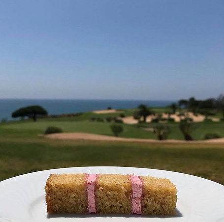 Vanilla and Strawberry Cake by the Ocean (Vale do Lobo)