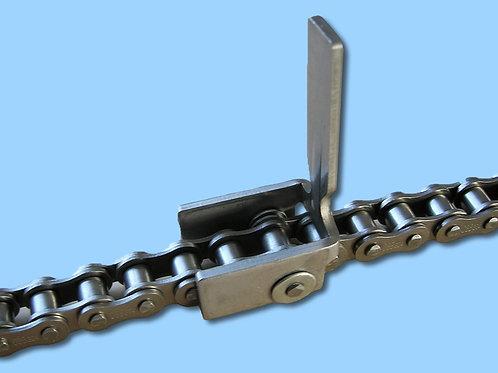 Cadena a rodillos simple hilera con accesorio especial