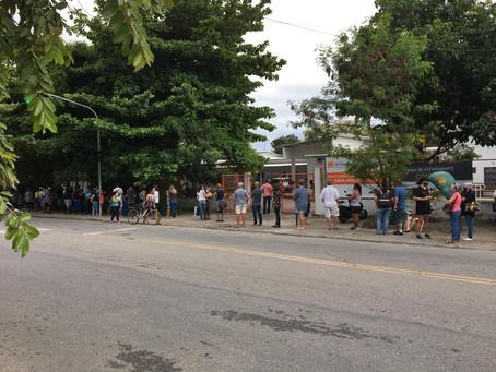 Ampliação do público-alvo piora as filas nos postos de vacinação de Niterói