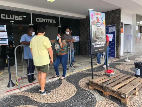 Procura por segunda dose em Niterói despenca, e vacinação fica estagnada em junho