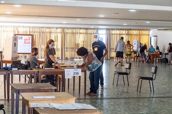 Votação tranquila em Niterói, com respeito às normas sanitárias