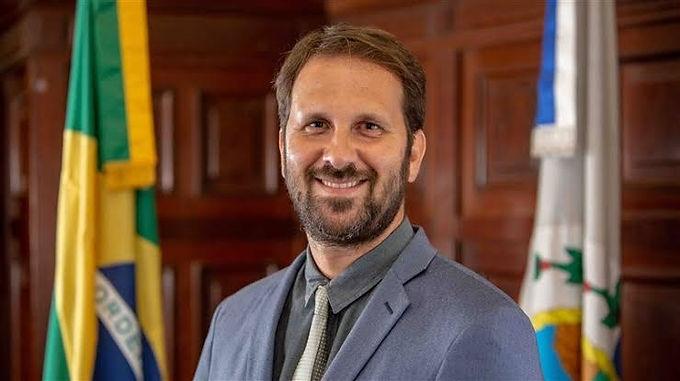 Felipe Peixoto aparece com rejeição maior que Axel Grael para Prefeito de Niterói, diz pesquisa