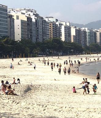 Pandemia muda hábitos na Praia de Icaraí, liberada para exercícios