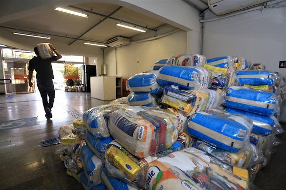 Niterói promove distribuição de alimentos nos bairros