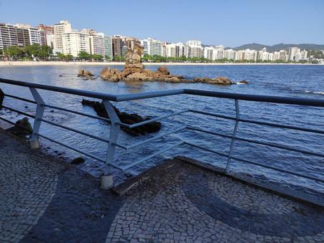 Prefeitura reforma grades de proteção da praia, que foram comidas pela ferrugem