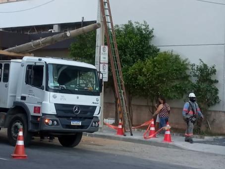 Postes da Rua Dr Paulo Alves, no Ingá, finalmente são retirados