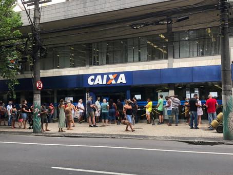 Fila com aglomeração na Caixa de Icaraí  piora e segue sem fiscalização