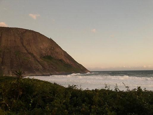 Itacoatiara: Surfistas esperam ondas de 3,5 metros