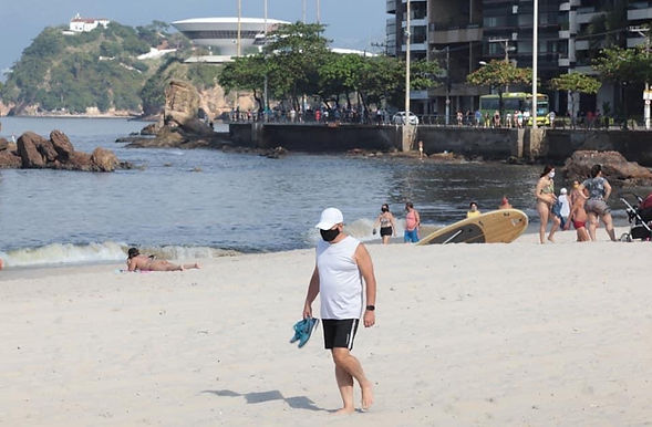Niterói libera canoa havaiana, parapente e vôlei na praia