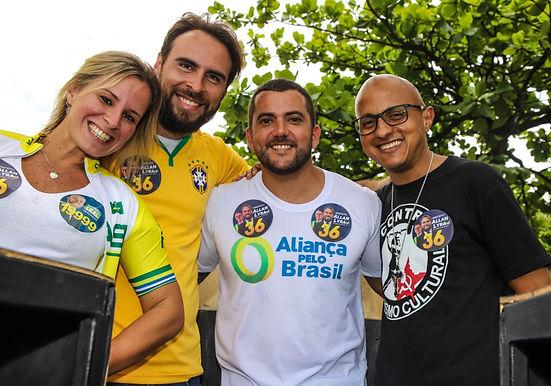 Allan Lyra faz carreata em Niterói e diz esperar surpresas neste domingo