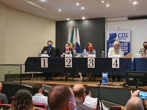 Debate reúne candidatos a Prefeito de Niterói, e de novo Grael não comparece